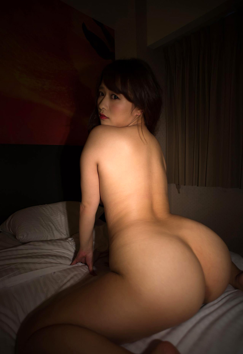 girls stripping completely nude