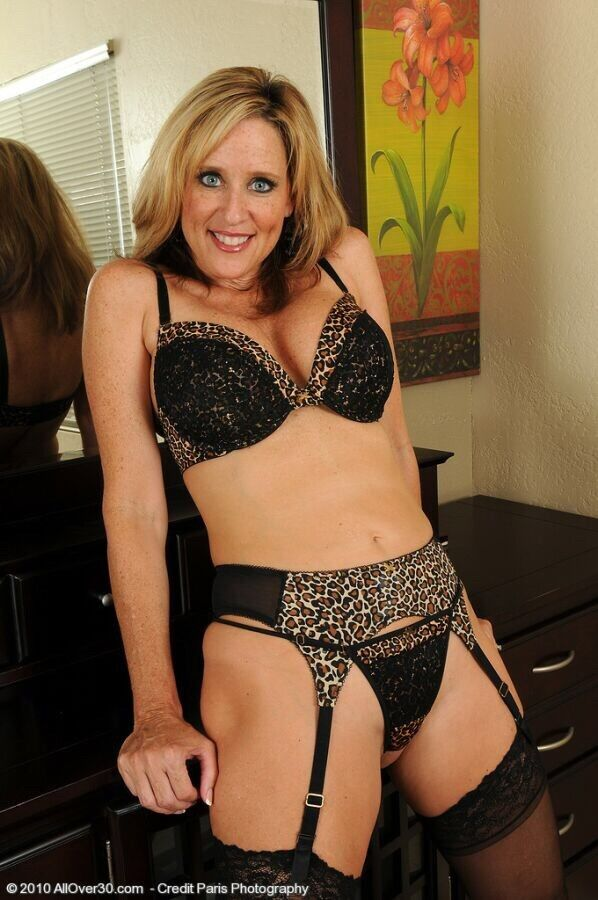 mature in seamed stockings