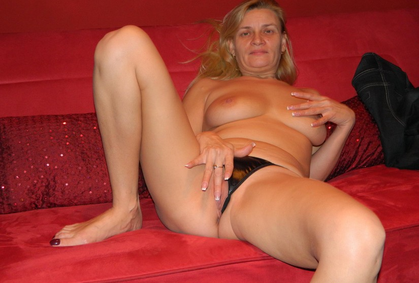 naked desperate housewife